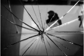 Không nên tùy tiện vứt đi những vật dụng bị vỡ như gương, bát đĩa mà nên làm theo những cách sau